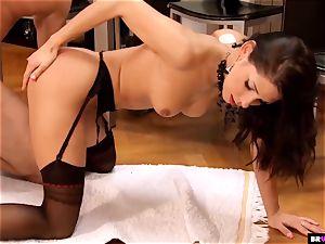 Pretty Rachel Evans Blows Her boss