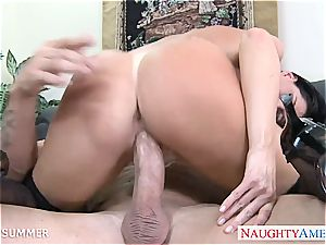 India Summer looks beautiful in high high-heeled slippers getting smashed