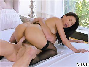 VIXEN An Irresistible assistant Fufills Her dream