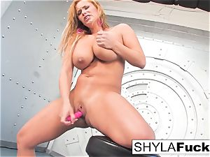 Shyla gives you a jaw-dropping de-robe and solo
