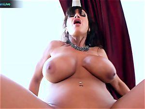 Lisa Ann loves sitting into Toni Ribas hefty pipe