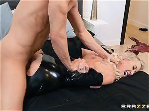 Brandi enjoy banged in her raw coochie