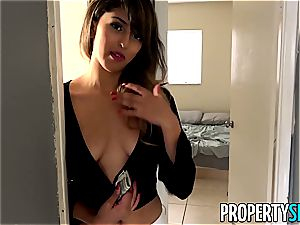 Latina gets paid for penetrating
