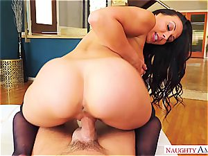 lust and tantric enthusiasm comes with Rachel Starr and her very inappropriate behavior