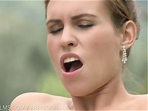 That fleshy taste of cooter on her tongue