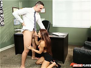 Keiran wedges his face with the slit of Madison Ivy