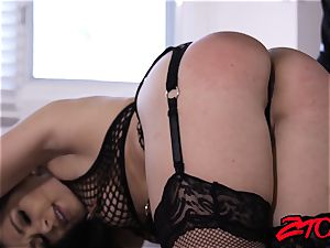 luscious Lea Lexis fed jizm after fishnets cowgirl
