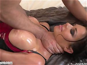 promiscuous bum cougar Veronica Avluv gets her lubricated culo banged